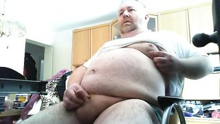 This fat dude is obsessed with jerking off on webcam--_short_preview.mp4