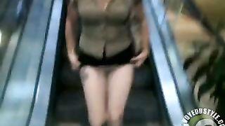 Ass flashing woman in a short skirt--_short_preview.mp4