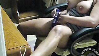 Fit babe masturbates and squirts at her desk--_short_preview.mp4