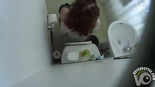 Ass crack caught on the hidden camera--_short_preview.mp4
