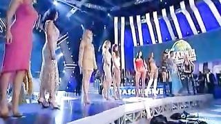 Stunning models in a sexy runway fashion show--_short_preview.mp4