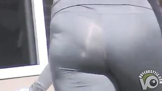Sporty shorts and yoga pants on lots of ladies--_short_preview.mp4