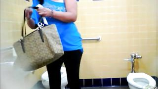 Chubby mature filly pisses standing above the toilet seat--_short_preview.mp4