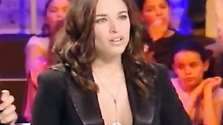 Spanish TV model has breathtaking cleavage--_short_preview.mp4