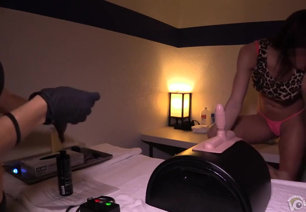 girl-rides-sybian-video