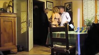 Curvy wife exposed to the pizza delivery man--_short_preview.mp4