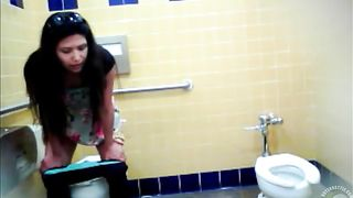 Middle-aged lady needs to urinate--_short_preview.mp4