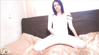 Pissing her pants and rubbing her pretty pussy--_short_preview.mp4