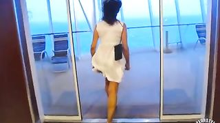 Windy floor uncovers her splendid ass--_short_preview.mp4