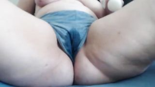 Plump cougar playing with the vibrator--_short_preview.mp4