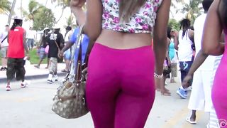 Ginormous black booties bouncing sensually on the street--_short_preview.mp4