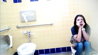 Mexican girl didn't know that there was a camera--_short_preview.mp4
