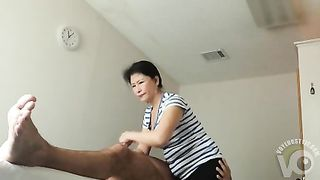 Mature Philippine masseuse gives him a handjob--_short_preview.mp4