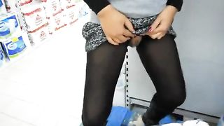 Cool pissing experience in the store--_short_preview.mp4