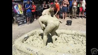 Two amateurs fighting in the mud--_short_preview.mp4