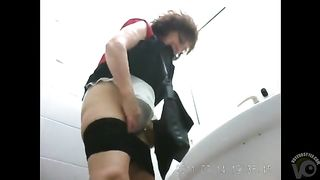 Mature women come here to urinate--_short_preview.mp4