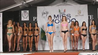 Beautiful models move on the catwalk in flimsy bikinis--_short_preview.mp4