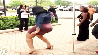 Massive bum as the highlight of the dance--_short_preview.mp4