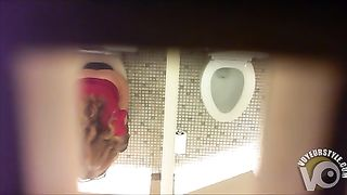 Ceiling camera films the chicks while they urinate--_short_preview.mp4