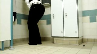 My desperate girlfriend cannot hold her pee and goes on the floor--_short_preview.mp4