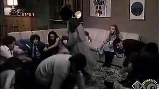 Italian beauty shows the ass to her friends--_short_preview.mp4