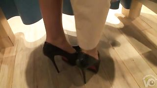 Girlfriend teases in changing cabin amateur clip--_short_preview.mp4