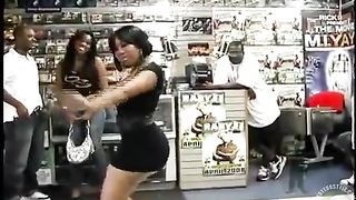 Black dancer shakes her ghetto booty in the store--_short_preview.mp4