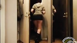 My neighbor likes to expose her intimate zones to delivery men--_short_preview.mp4