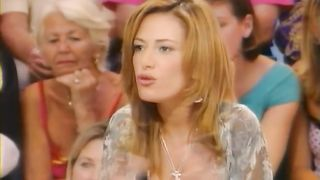 Spanish TV host knows how to attract attentions--_short_preview.mp4