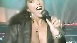 Italian popstar sings and her big tit pops out--_short_preview.mp4
