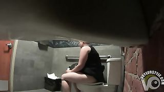 Chubby lady has a toilet time--_short_preview.mp4