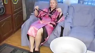 Ugly plump nympho called Liza pees into the preserving pan in the room--_short_preview.mp4