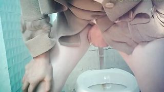 White mature lady in the public restroom pisses in very uncomfortable position--_short_preview.mp4