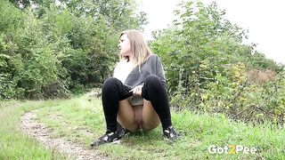 Nervous chick doesn't want to be caught while pissing outdoors--_short_preview.mp4