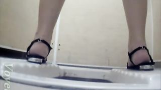 Chunky snow white booty of an amateur lady in the toilet--_short_preview.mp4