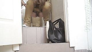 White chick with pale skin buttocks filmed on hidden cam--_short_preview.mp4