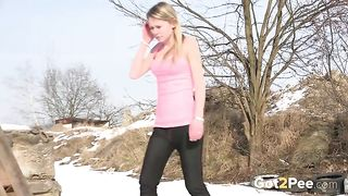 Sporty hottie forgets about exercises and pisses outdoors right away--_short_preview.mp4