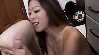 Oral sex can be really satisfying and hot and this chick blows like a pro--_short_preview.mp4
