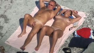 Amateur dark haired big bottomed tanned lady sucked her man on the beach--_short_preview.mp4