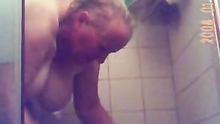 Spy granny Marie ans prends sa douche--_short_preview.mp4