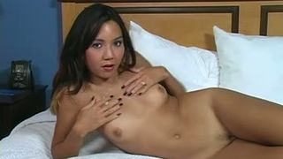 Amateur Thai girl with cute face teases with her naked body in bed--_short_preview.mp4