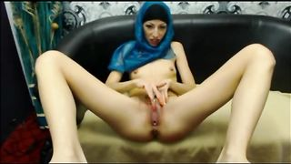 This Arab webcam model strokes her delicious fanny like guitar--_short_preview.mp4