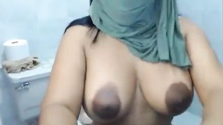 Fabulous dark skin curvy Arab babe poses and teases naked on webcan--_short_preview.mp4