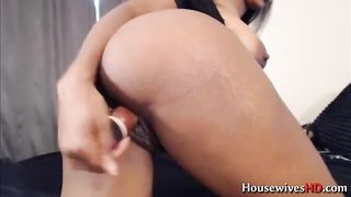 This ebony cougar looks delightfully sexy and she masturbates with soul--_short_preview.mp4