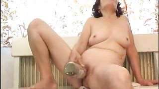 Bodacious mature strumpet fucks herself with a bottle--_short_preview.mp4