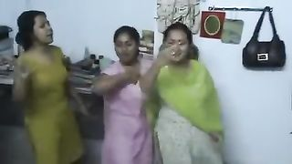 Naughty Bangladeshi nymphos dance on webcam in their traditional dresses--_short_preview.mp4