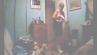 Short haired mature wife with big bum was caught changing clothes--_short_preview.mp4