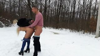Girlfriend fucked outdoors in the show--_short_preview.mp4