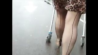 My small hidden camera catches this cougar in the market--_short_preview.mp4